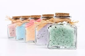 make mineral bath salts, scent bath salts, make lavender bath salts, make homemade bath salts recipes, make natural bath salts